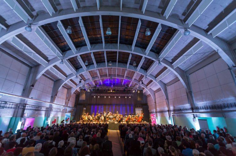 Koncert v autobusové hale DEPO2015