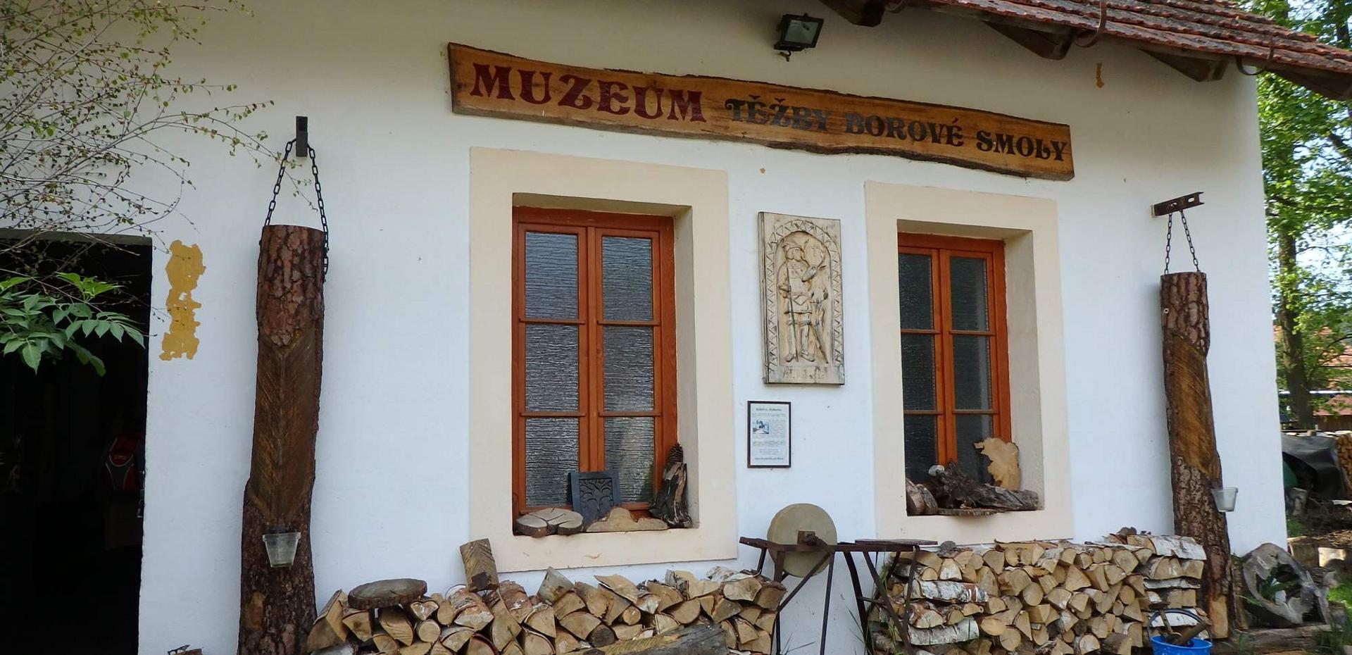 Lomany Muzeum těžby borové smoly