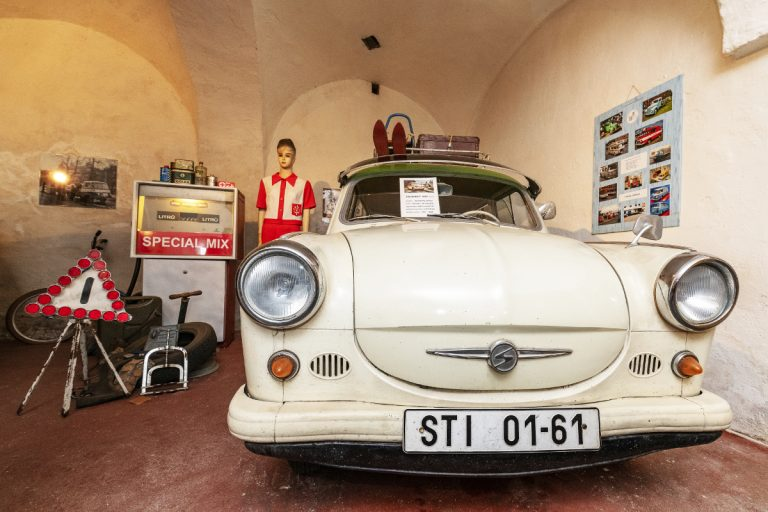škodovka 100 v Muzeu dvoutaktů v plzeňských Lobzích.