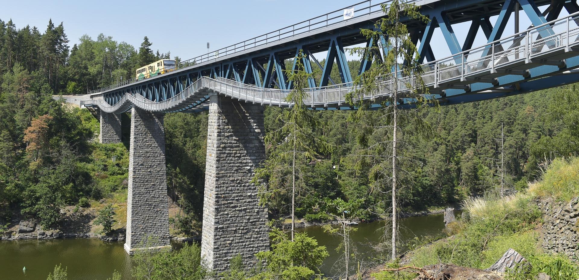 Pňovanský železniční most